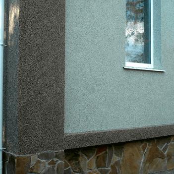 Fațada cu tencuială decorativă cu soclu din plaster