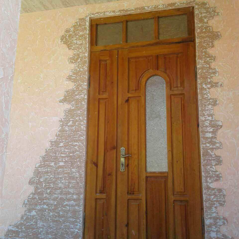 Фасад дома обрамление вокруг входа